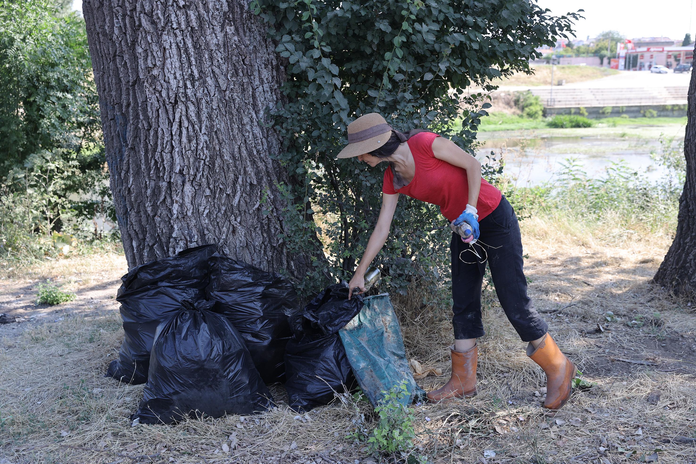Çevre gönüllülerinden Tunca Nehri'nde çevre temizliği