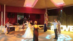 Düğün tedbirlerinin kalkması çiftleri memnun etti