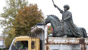 Çevre düzenlemesi kapsamında heykeller kaldırıldı