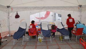 Kan bağış çadırı gönüllüleri bekliyor