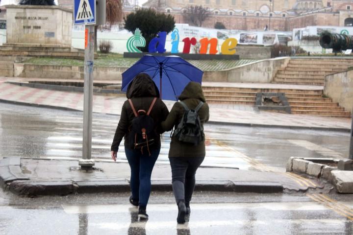 Edirne yağmura hazırlıksız yakalandı