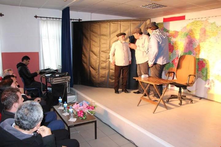 Lalapaşa'da tiyatro oyunları sahnelendi