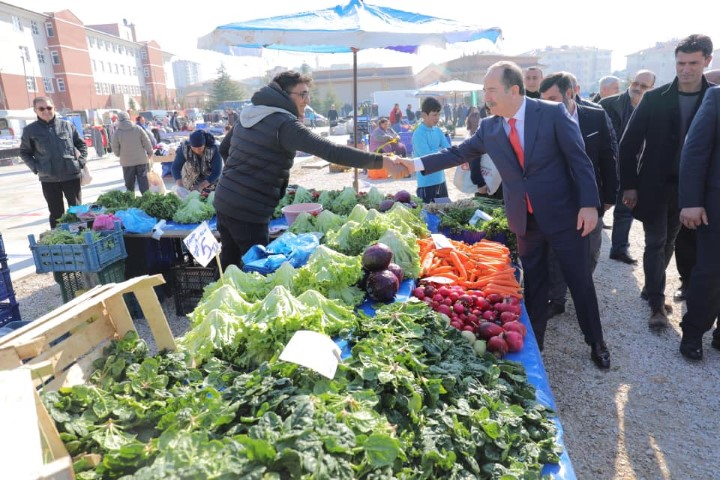 TOKİ halkı pazarda