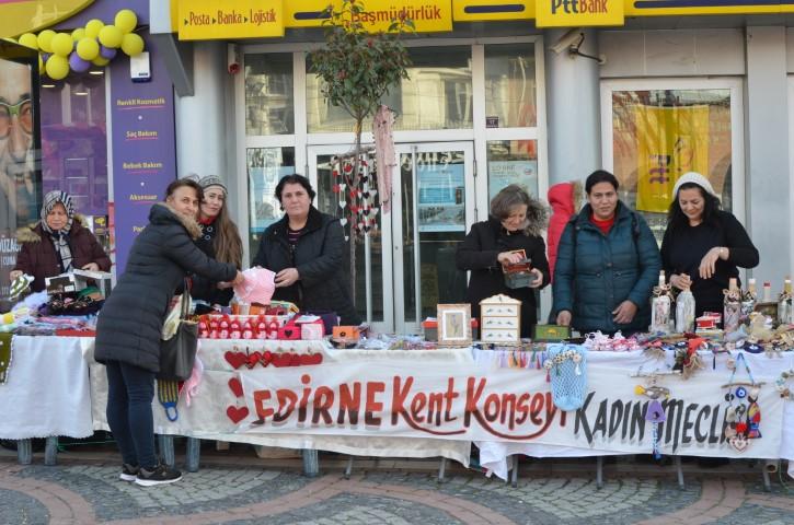 Kadınlardan Saraçlar Caddesi'ne stant
