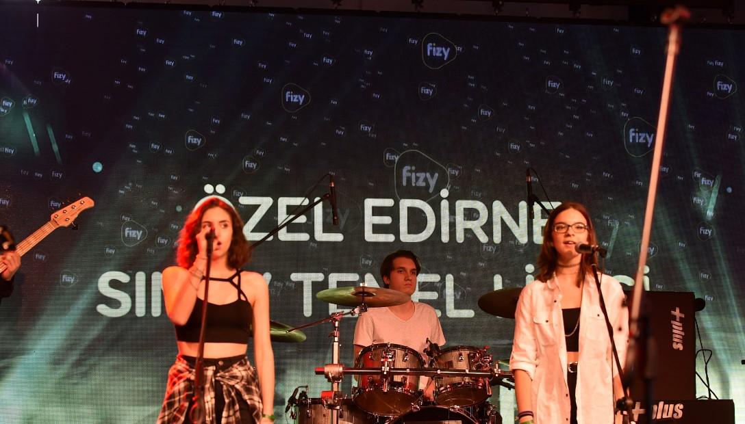 Geleceğin yıldızlarından İzmir'de muhteşem performans